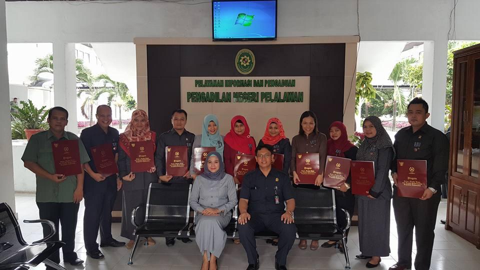 Pemberian Penghargaan Satya Lencana di PN Pelalawan